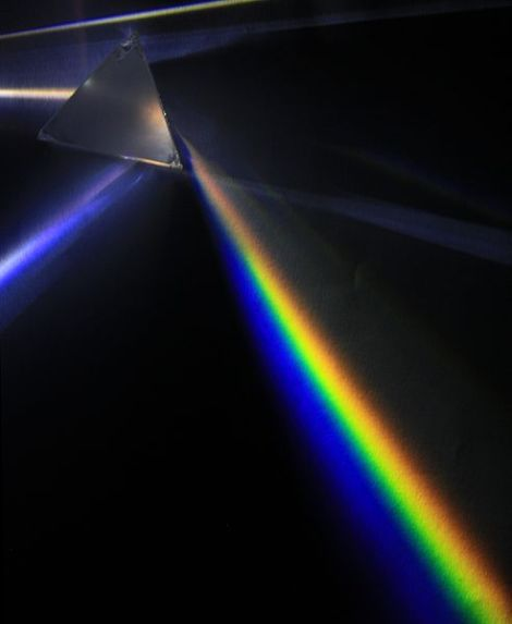 492px-light_dispersion_of_a_mercury-vapor_lamp_with_a_flint_glass_prism_ipnrc2b00125